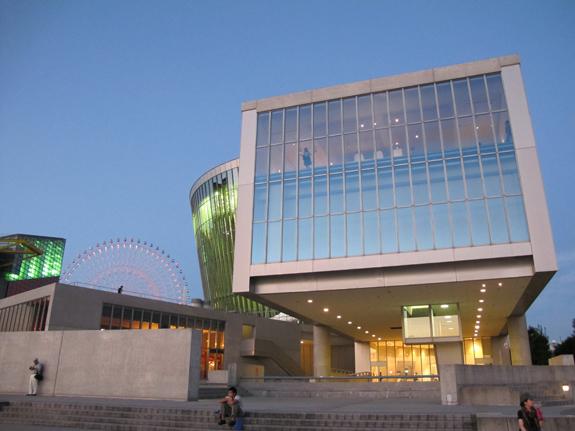 サントリーミュージアム外観